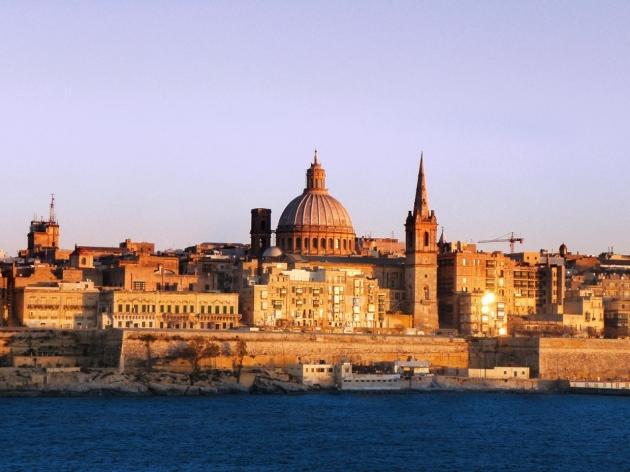 valletta-malta-beach-buildings-beautifully